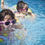 Dlaczego warto uczyć dzieci pływać?